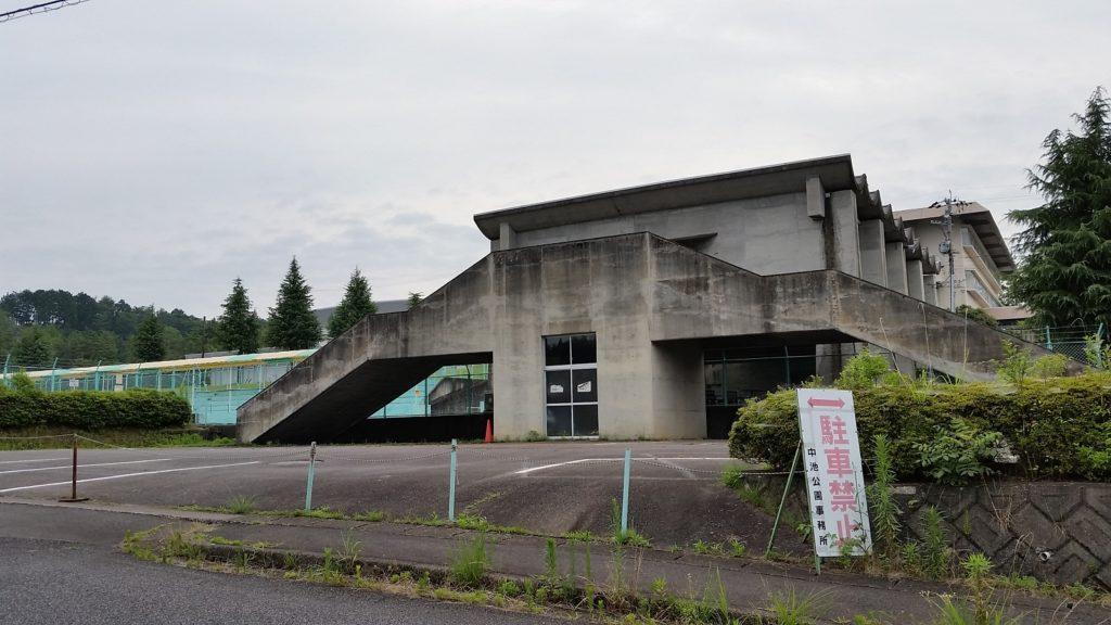 関市中池市民プール 駐車場