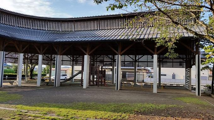 富加町南公民館 屋根がある公園