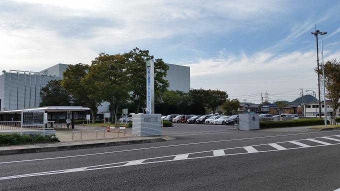 刃物まつりの駐車場 関市文化会館