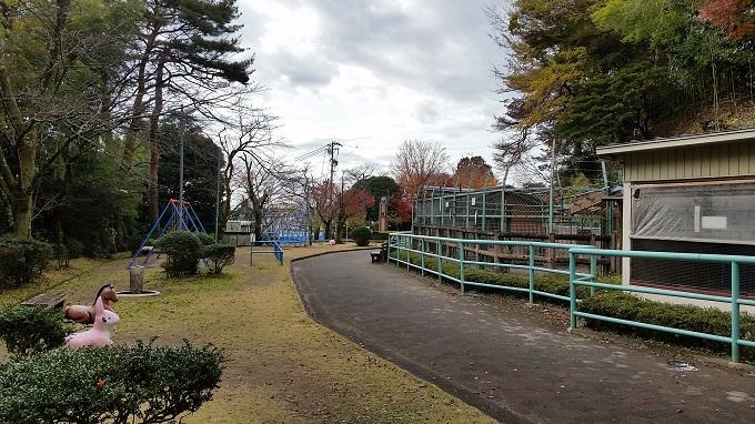 小倉公園 動物小屋と遊具