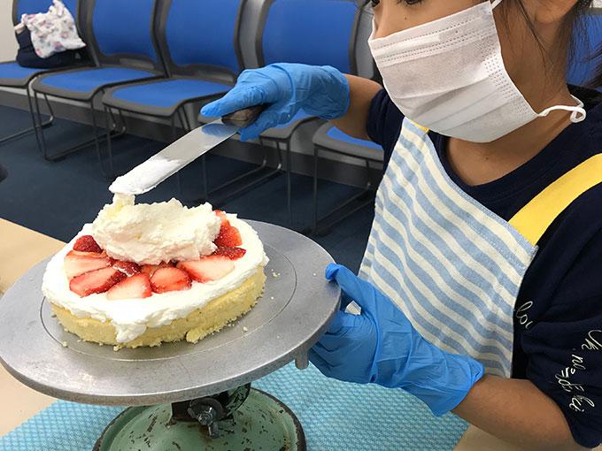 MINOV(ミノーヴ)デコレーションケーキ教室 生クリームを塗る
