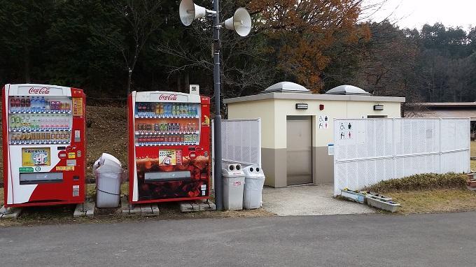 ファミリーパークの大型遊具ミワクル広場 トイレ、自販機