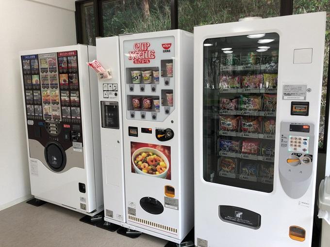 百年公園 レストハウス カップラーメン 自販機