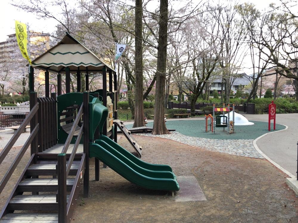 岐阜公園の遊具広場 幼児用遊具