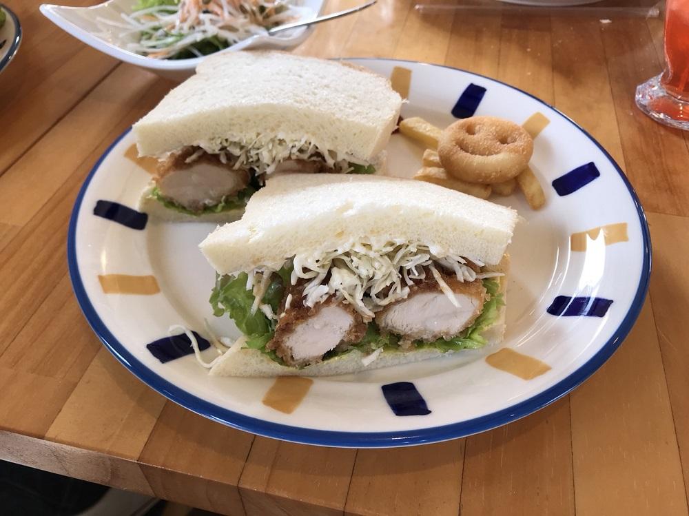 ponopono cafe(ポノポノカフェ) 京都丹羽地鶏のササミカツサンド