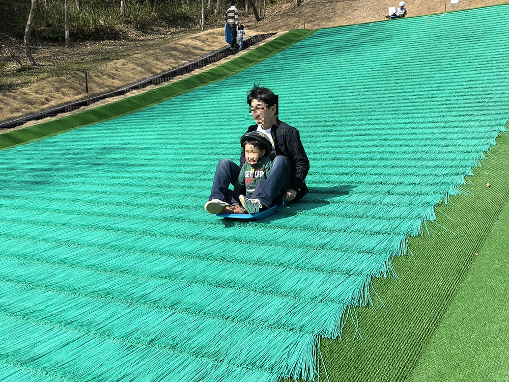 岐阜ファミリーパーク あどべんちゃあバレイこどもゾーン 芝すべり