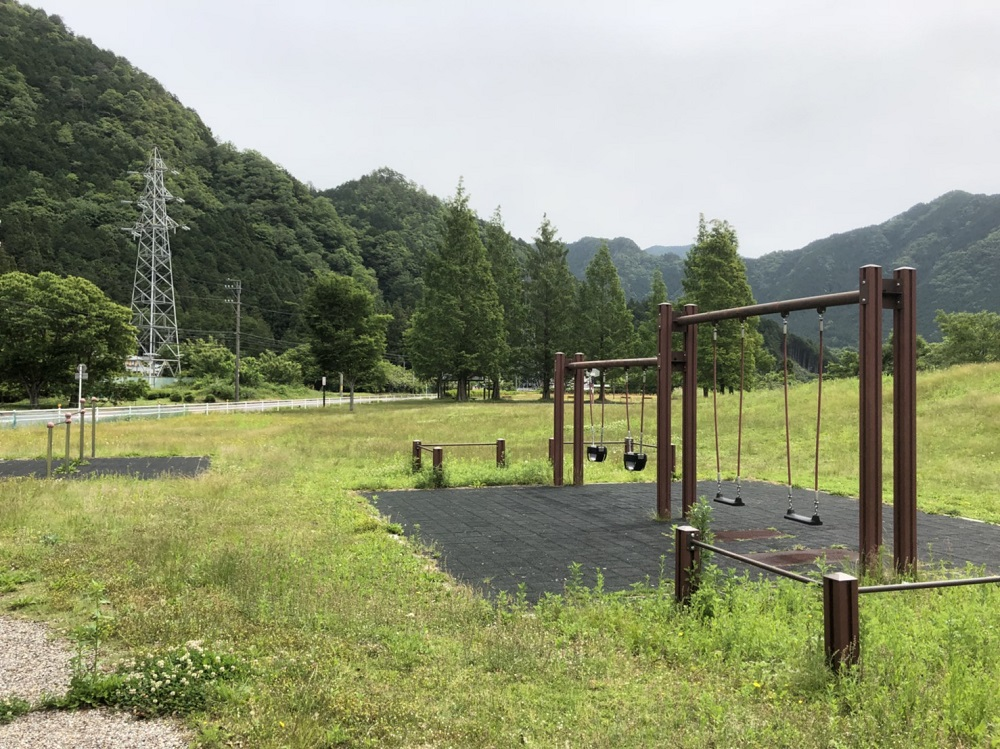 関市洞戸運動公園 ブランコ