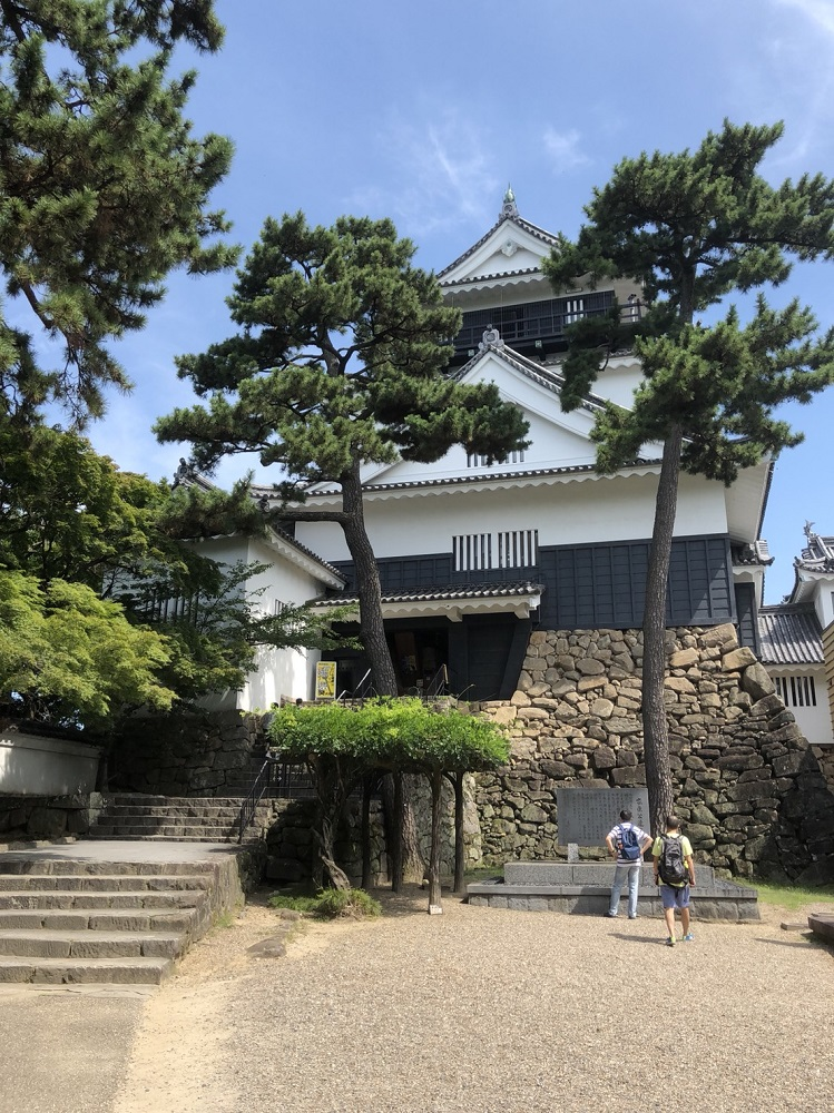 岡崎公園内の岡崎城