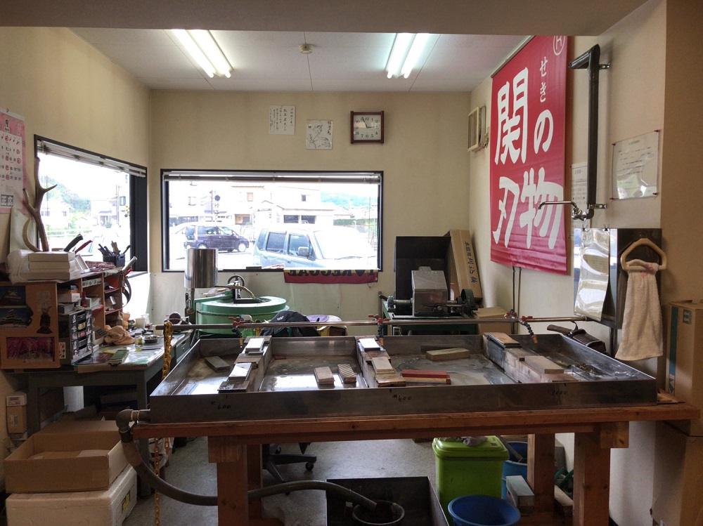 刃物会館の包丁研ぎ工房