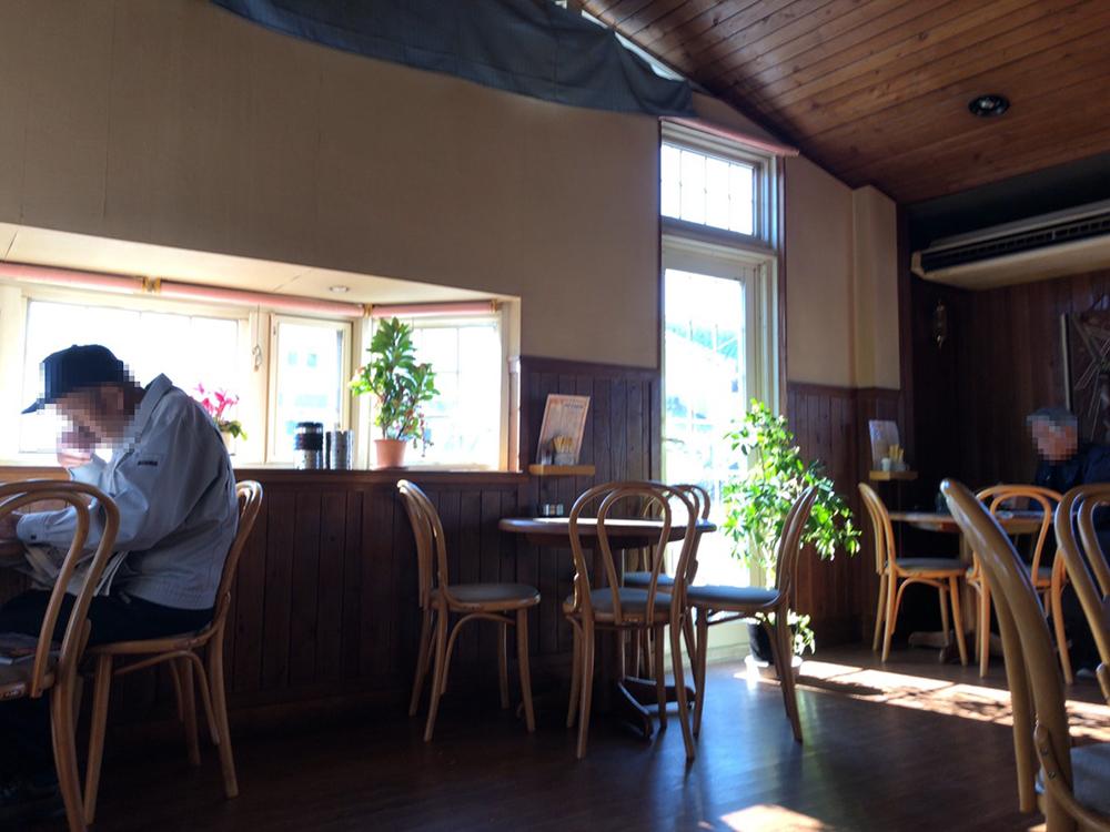 喫茶ドルシェンの店内 2階