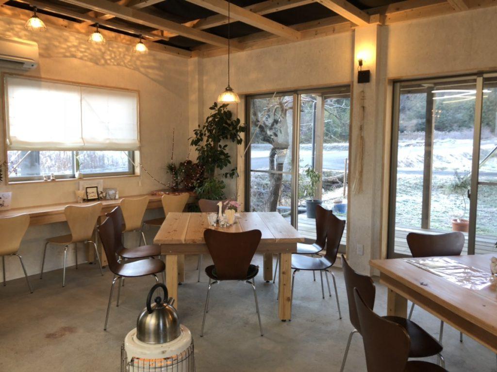里山カフェ Universalの店内
