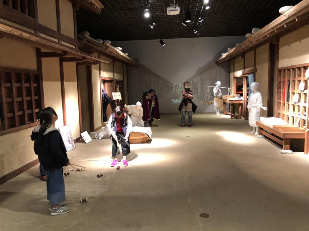 岐阜市歴史博物館の独楽体験