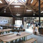 みのかも健康の森公園の駐車場と食事ができる食堂と売店を紹介