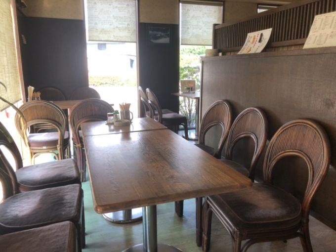 鹿鳴館(ROKUMEIKAN)のテーブル席