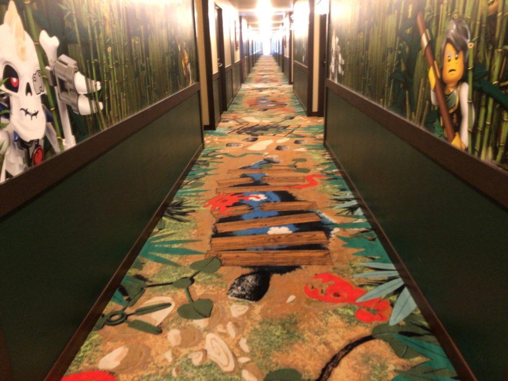 レゴランドホテルのレゴニンジャゴーのお部屋の廊下