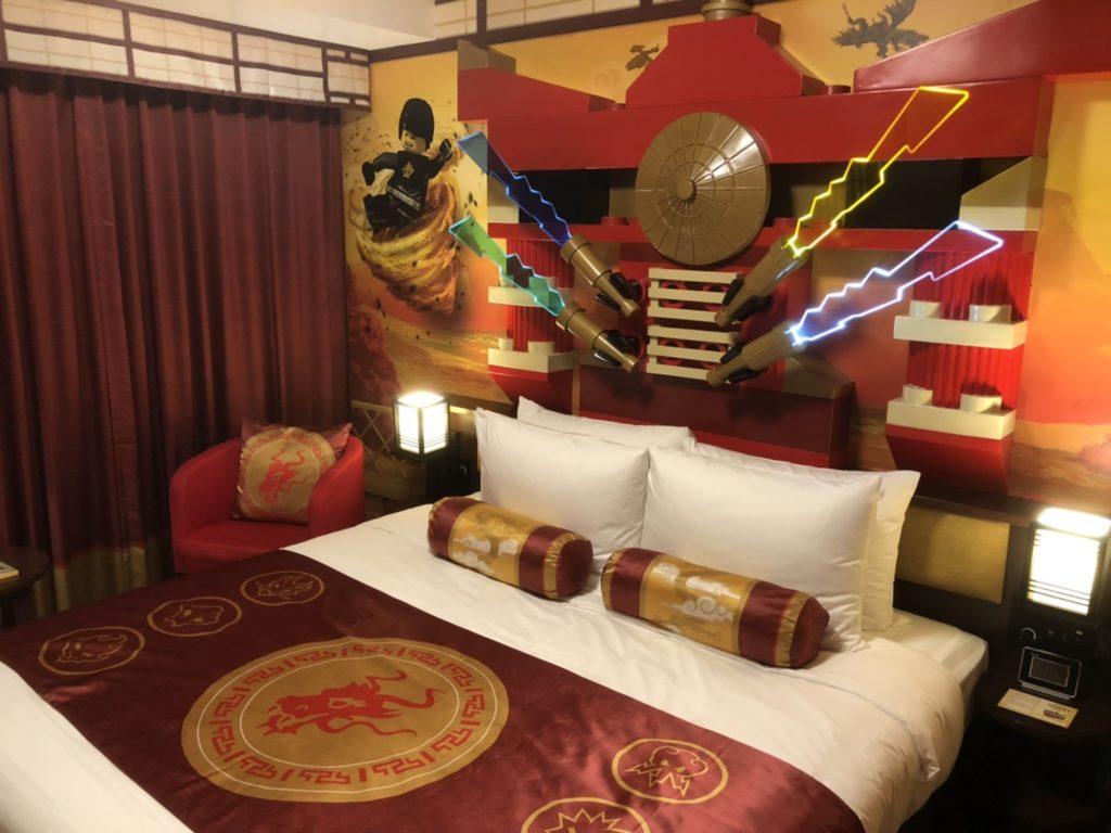 レゴランドホテルのレゴニンジャゴーの部屋のベット