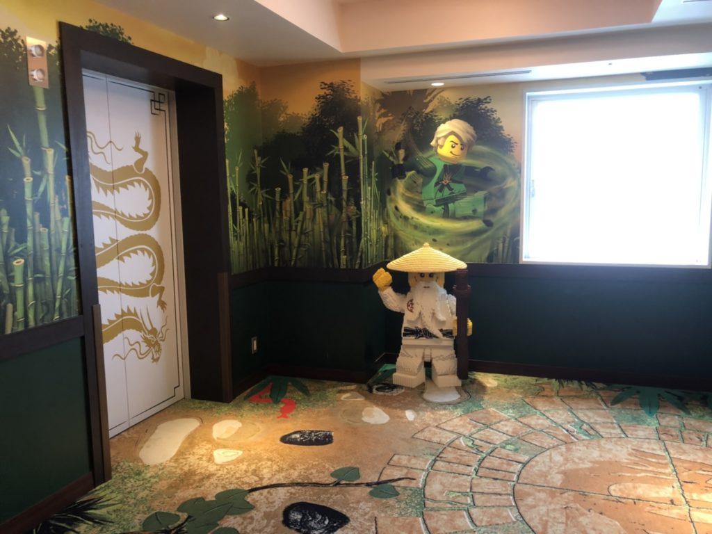 レゴランドホテルのレゴニンジャゴーのお部屋エレベーターホール