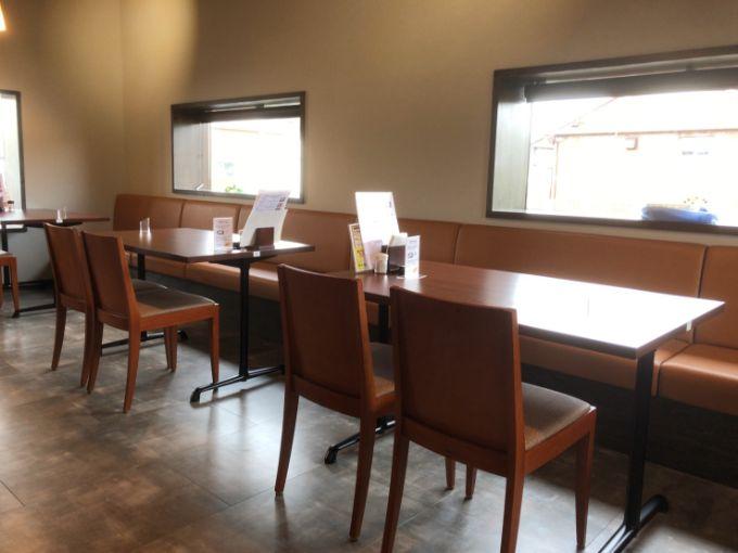 MOON-GA CAFEのテーブル席