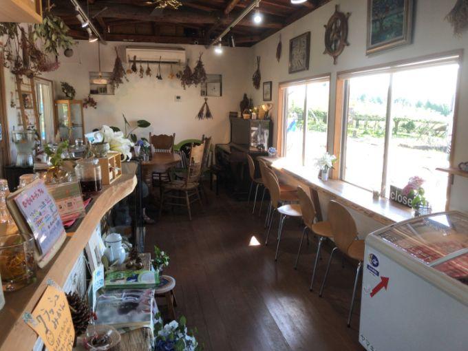 農園カフェ ヤマキマルシェの店内