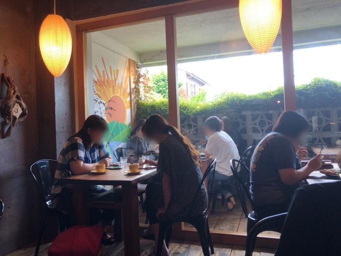 cafe HIFUMIの店内