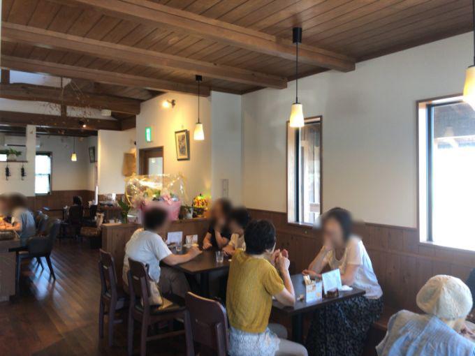 風のカフェの店内