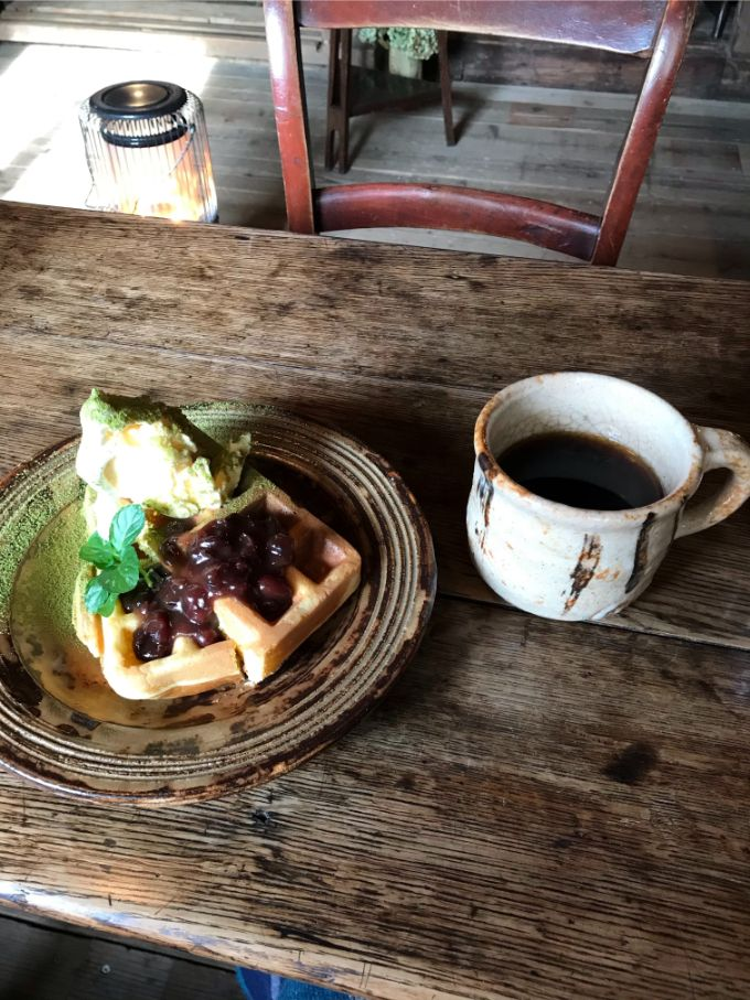 ヒオモカフェの珈琲とワッフル