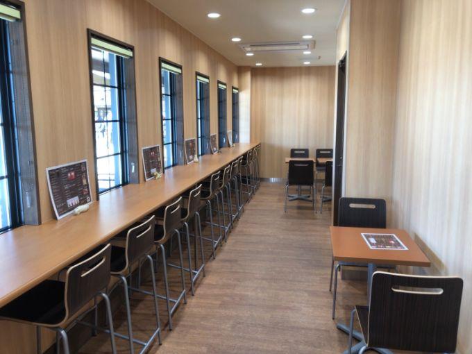 里山カフェの店内