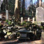 桔梗塚(明智光秀の墓)と産湯の井戸がある山県市