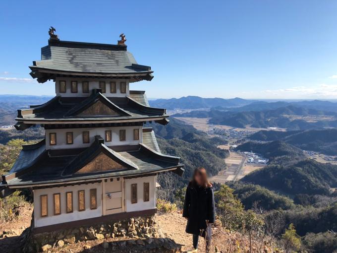大桑城のミニチュアの模擬天守からの絶景