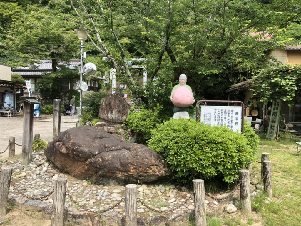 桃太郎神社のおばあさん