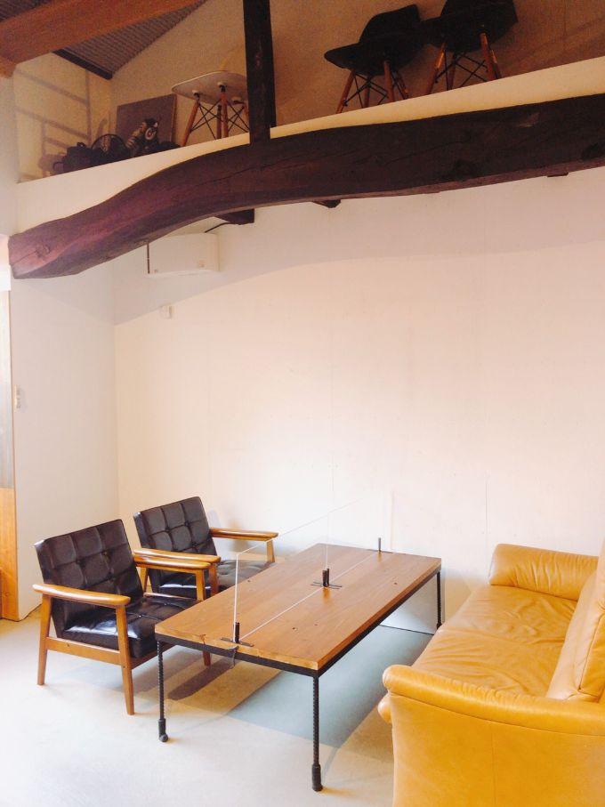 &カフェのソファ席