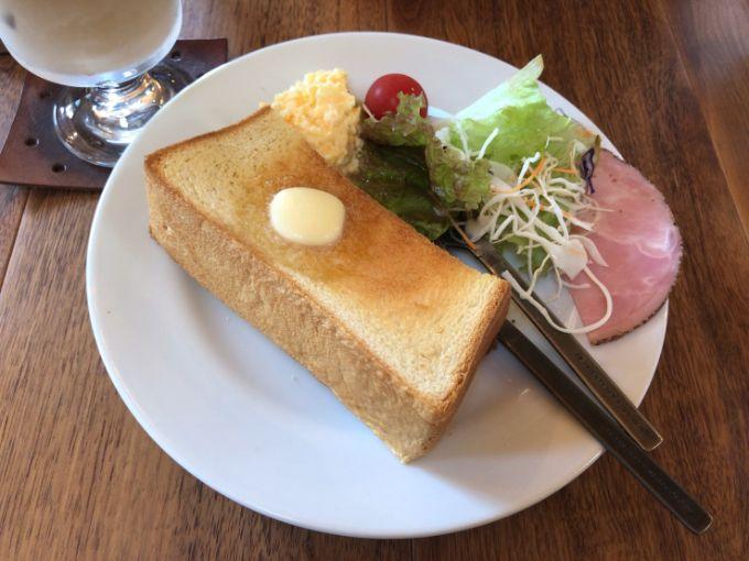 カフェとカバンのバタートーストモーニング