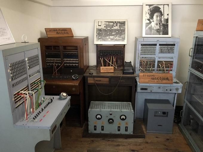 昔の通信設備器具の展示