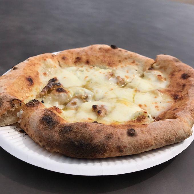 キッチンカーのピザ