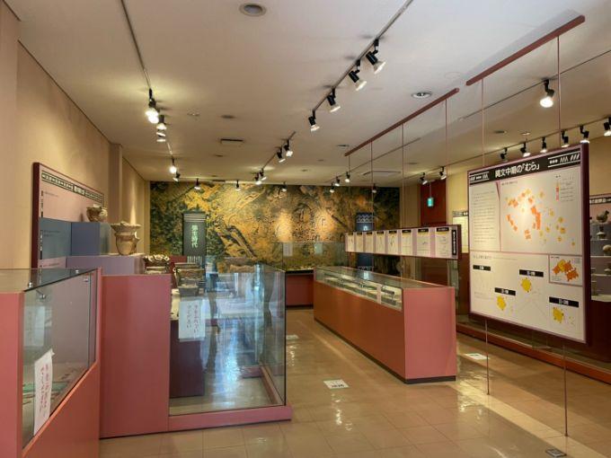 塚原遺跡公園展示館の館内