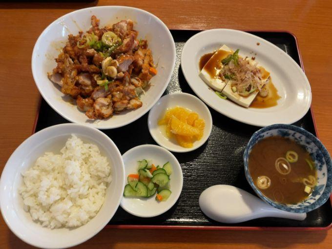 四季紅 美濃加茂店の油淋鶏定食
