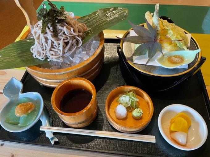 季の箱の天ぷら付き盛り蕎麦